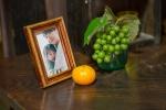 みとりし_sub11_子供時代のみのりと亡き母との写真-s.jpg