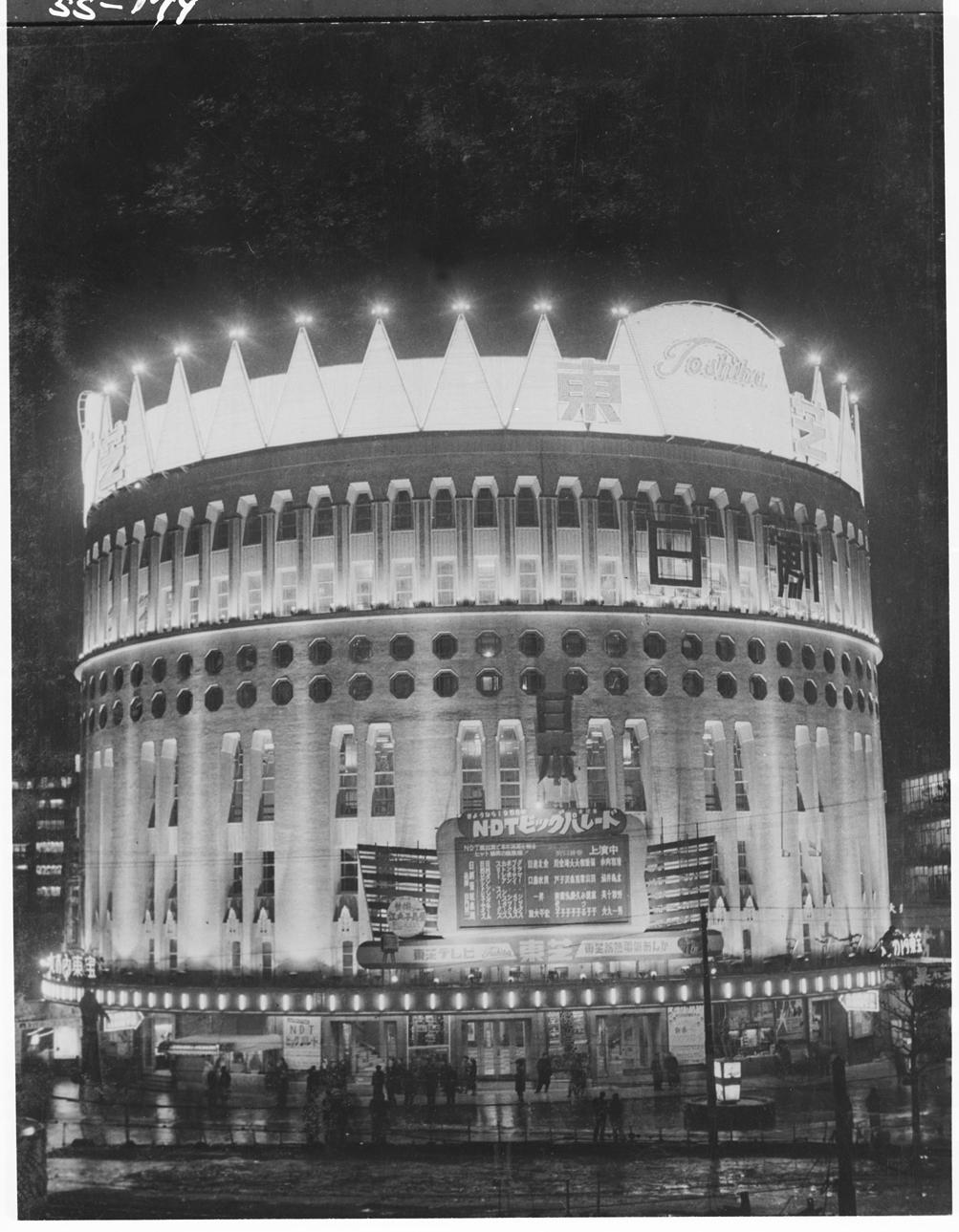 1958年ネオンの王冠を戴いた日本劇場