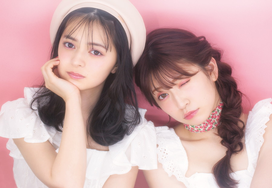 「 Pink Make 」左:上國料萌衣 右:吉田朱里
