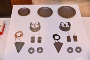 越前焼平皿、ネックレス、バングル、ピアス
